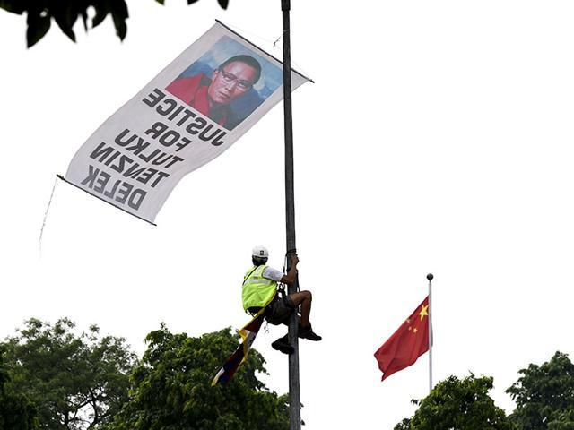 Tibetan youth protest death of Tenzin Delek Rinponche