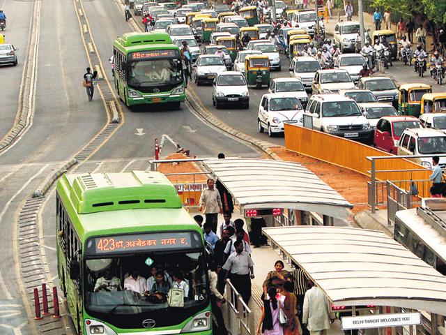 Experts say the decision to scrap the BRT corridor will hit efforts to control pollution since the basic idea behind the system was to promote public transport and reduce the use of cars. (Ajay aggarwal/HT File)