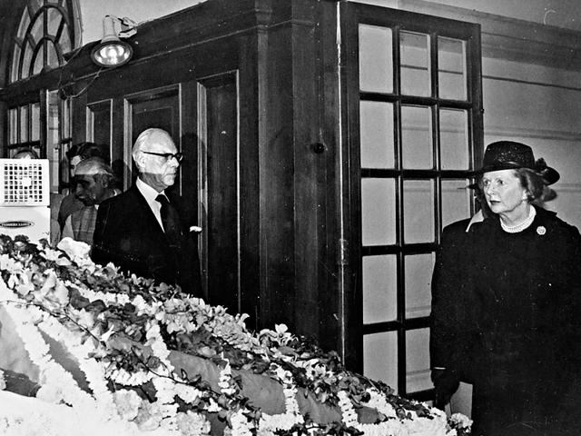 British prime minister Margaret Thatcher along with her husband Denis Thatcher, pays homage to former Prime Minister Indira Gandhi at Teen Murti House, in New Delhi on November 3, 1984. (The Hindu archives)
