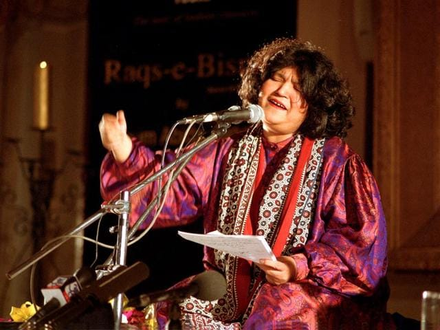 Abida Parveen is a celebrated Sufi singer from Sindh in Pakistan. (HT Photo)