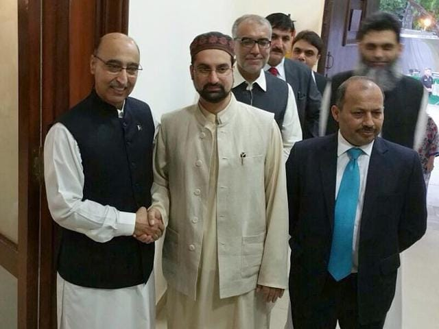 Pakistan high commissioner to India Abdul Basit with Hurriyat chairman, Mirwaiz Umar Farooq during the EID Milan hosted by Pakistani high commissioner at Pakistan Embassy in New Delhi on Tuesday. (HT Photo)