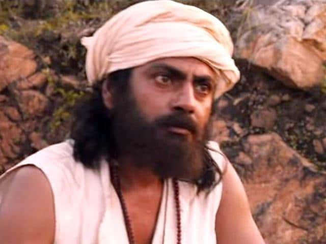 Nawazuddin Siddiqui, Radhika Apte in Manjhi - The Mountain Man.