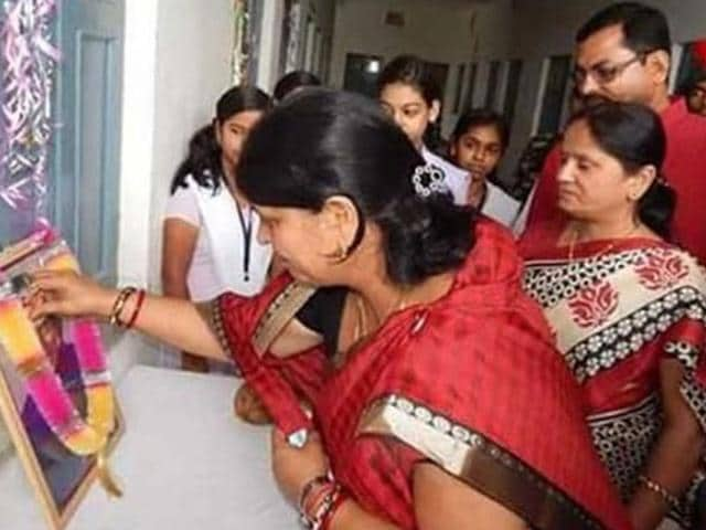 A photograph of the Jharkhand education minister apparently paying floral tribute to former president APJ Abdul Kalam, who is still alive, has gone viral on social media and given rise to a range of controversies. (Photo posted on Twitter by Lubna Khan)