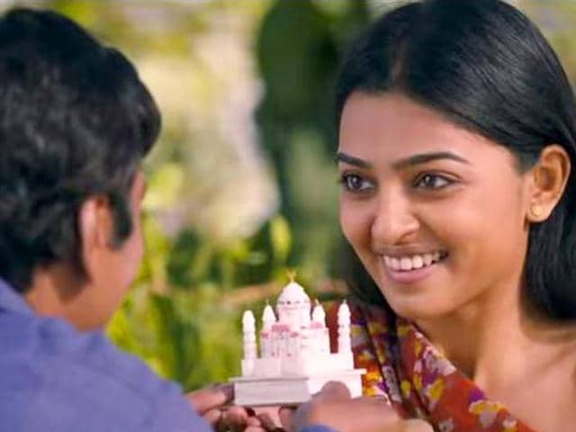 Radhika Apte is an Indian actor who works in Hindi, Bengali, Marathi, Telugu, Tamil and Malayalam film industries. Seen here in a still from Kaun Kitne Paani Mein.(ActressRadhikaApte/Facebook)