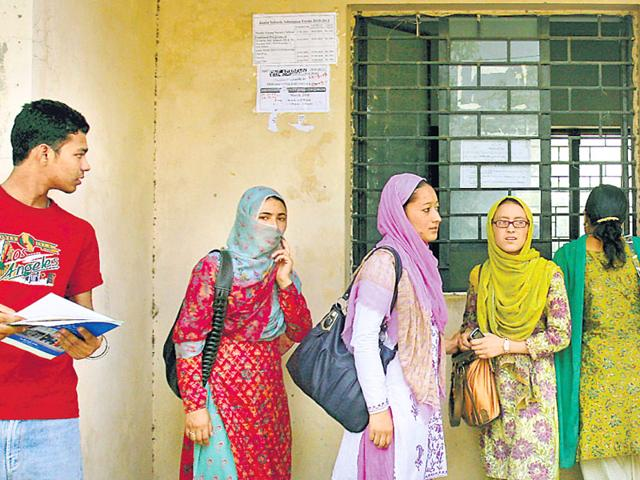 CBSE lifts bar on dress code for AIPMT,All India pre-medical test,Students Islamic Organisation of India