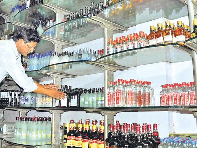 A month ago, Uttarakhand's tourism industry faced a strange crisis -- tourists visiting Nainital, Ranikhet, Mussoorie in Uttarakhand could not find their favourite liquor brands in the markets. (HT Photo)