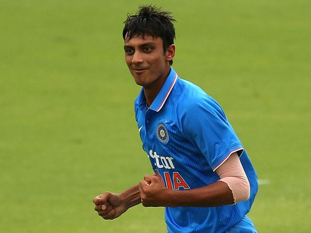 """According to Sunil Gavaskar, Axar Patel is """"not the next big thing of Indian cricket"""" and cannot be considered as a specialist spinner in Test cricket because he does not turn the ball. (Getty Images)"""