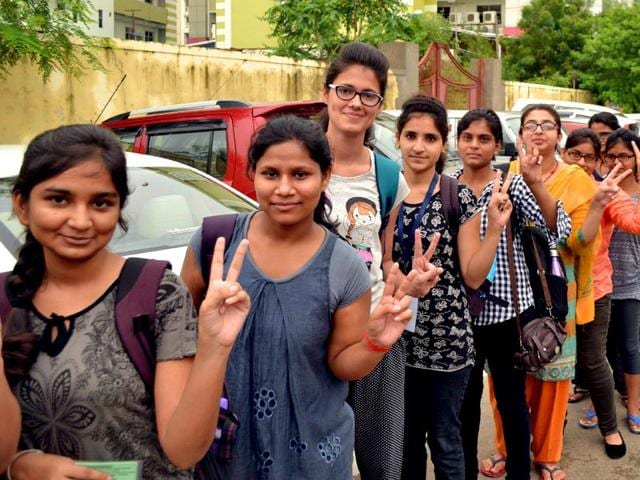 Students from Kota proceed for AIPMT re-test in Ajmer. (HT photo)