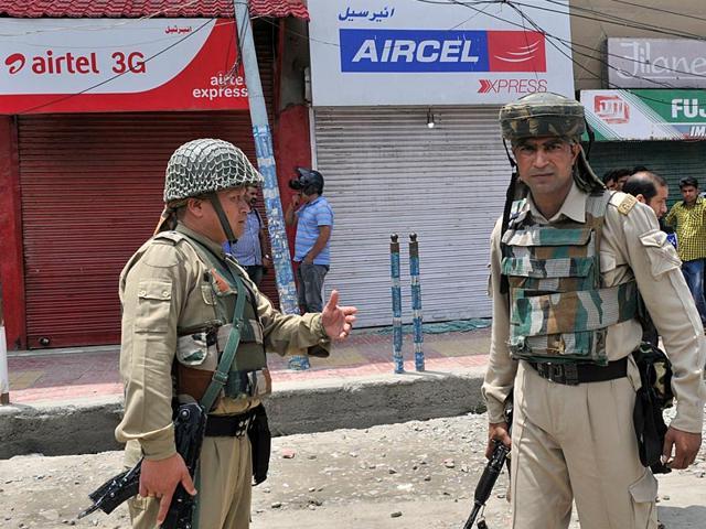 Srinagar grenade attack,attack on mobile company showrooms,Vodafone