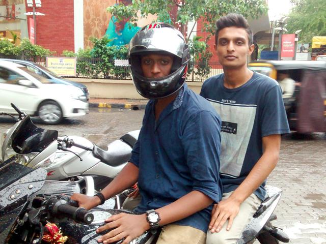 For a month now, 50 men from various biker groups have been helping the Borivali police take on chain-snatchers. (HT photo)