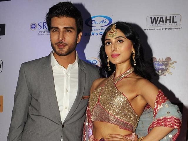 Pakistani actor Imran Abbas and Indian actor Pernia Quershi pose as they attend Provogue Mr India 2015 in Mumbai. (AFP Photo)