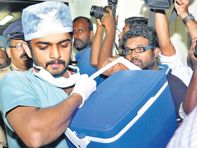 A medical team rushes to Thiruvananthapuram airport with the heart to be transplanted to another patient in Kochi. (HT Photo)