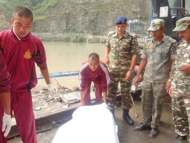 Body of a women recovered from Larji Dam on Saturday morning. Aqil Khan/HT