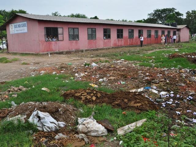 The area around the Government High School, Hallomajra, is full of garbage piles and mounds of dung. (Karun Sharma/HT)