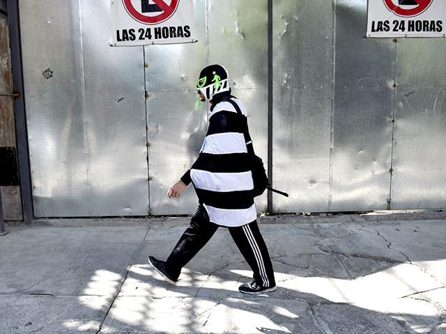 Peatonito,Mexico's masked hero,Urban planning