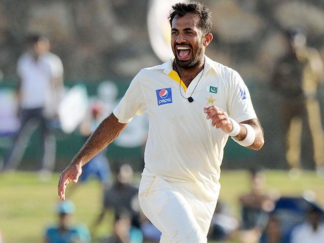 Pakistan cricketer Wahab Riaz celebrates taking a wicket during the fourth day of the first Test between Sri Lanka and Pakistan at the Galle International Cricket Stadium on June 20, 2015. (AFP Photo)