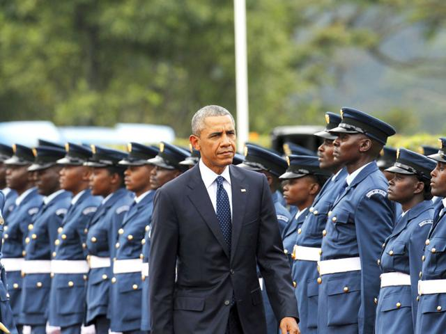 US President Barack Obama reviews a Kenya Defence Forces honour guard during a visit to the State House in Kenya's capital Nairobi. (Reuters Photo)