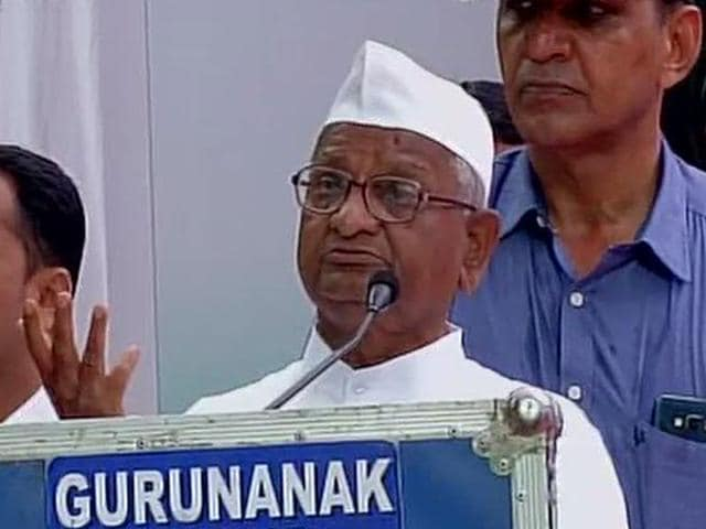 Social activist Anna Hazare addressed a gathering of ex-servicmen on July 26, 2015, who were protesting at Jantar Mantar, New Delhi, demanding implemention of One Rank, One Pension scheme. (Photo credit: @ANI_news)