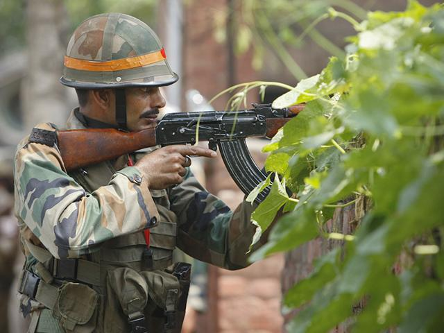 An Indian army soldier holds an AK-47 assault rifle during a fight in the town of Dinanagar, Punjab. (AP Photo)
