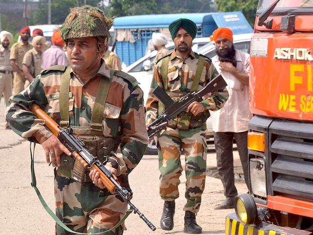 Indian Army personnel take position during an encounter with armed attackers at the police station in Dinanagar town. (AFP Photo)