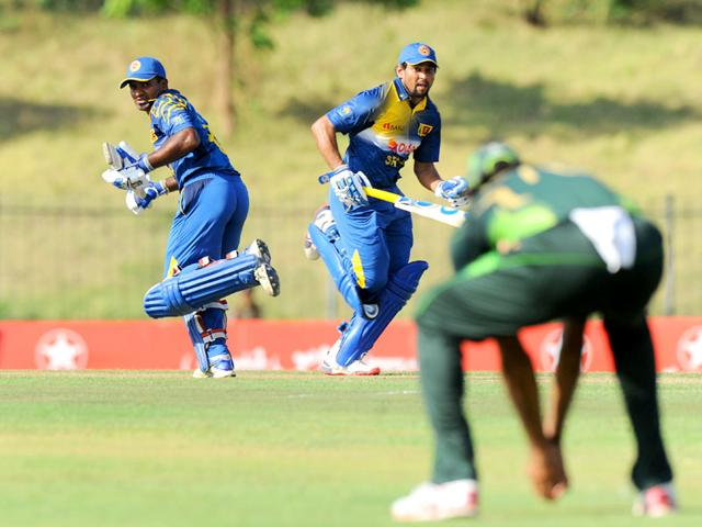 Sri Lankan cricketers Tillakaratne Dilshan, centre, and Kusal Perera, left, run between the wickets during the fifth and final one-day international cricket match against Pakistan at the Suriyawewa Mahinda Rajapakse International Cricket Stadium in Hambantota, Sri Lanka, on July 26, 2015. Sri Lanka won the match by 165 runs. (AFP Photo)