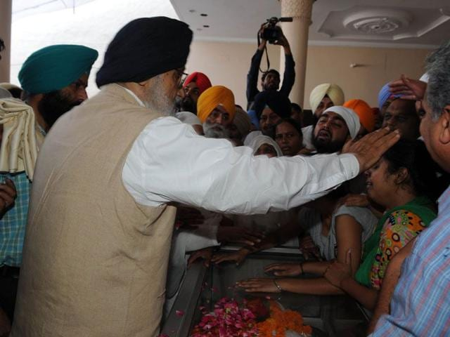 Chief minister Parkash Singh Badal consloing the family members of slain SP Baljit Singh at his residence in Kapurthala. Pardeep Pandit/HT Photo