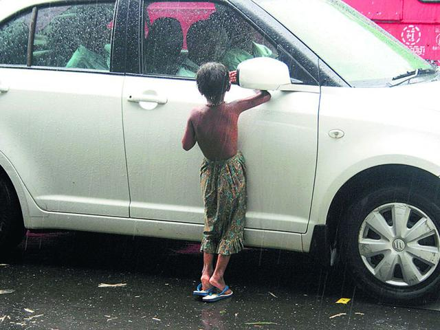 With a persistent crackdown on juvenile beggars, the number of cases registered has shot up over six times this year, to 187 in mid-2015, with 389 children rescued. (HT photo)