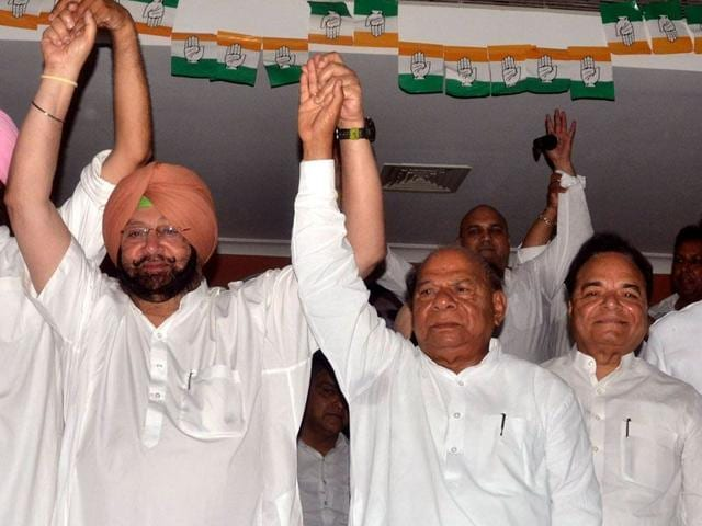 Amritsar MP Captain Amarinder Singh, along with former local bodies minister Chaudhary Jagjit Singh and his brother Jalandhar MP Santokh Singh Chaudhary (right), during a rally in Jalandhar last month. HT Photo