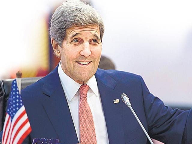 John Kerry uses Kennedys' walking stick after leg fracture