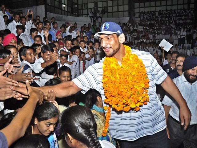 NBA star Satnam Singh Bhamara got a rousing welcome in Ludhiana on Friday. Sikander Singh Chopra/HT