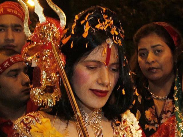 Radhe Maa visits Siddhivinayak Temple in Mumbai on Monday. (Vijayanand Gupta/HT Photo)