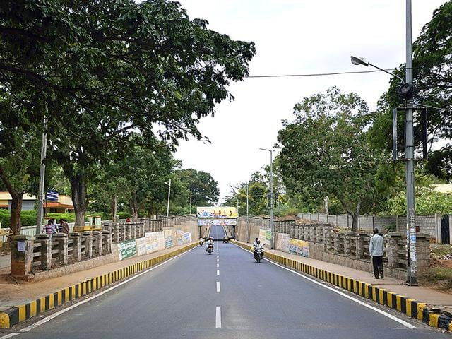 Strike hits normal life in Karnataka; buses, autorickshaws keep off the roads