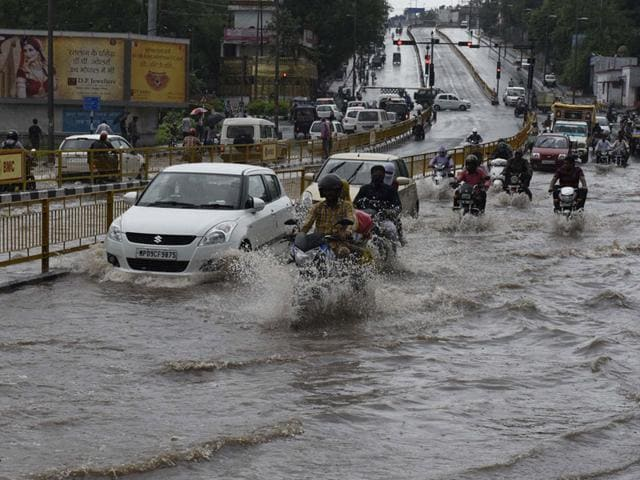 Incessant rains created a rivulet at Shyamla Hills in Bhopal on Tuesday. (HT photo)