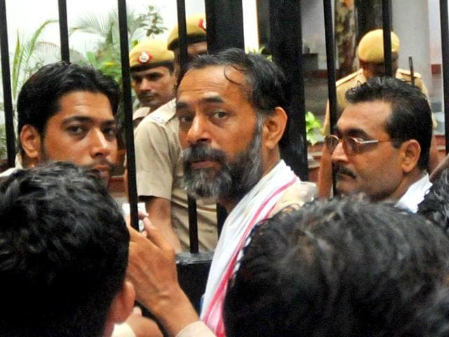 Yogendra Yadav outside the Parliament PS after his overnight arrest and detention by Delhi Police. August 11, 2015 (HT Photo)