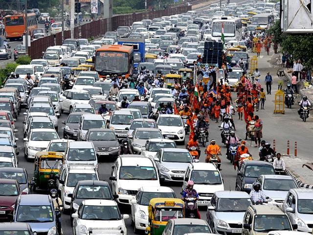The photo taken from Akshardham flyover shows a huge traffic congestion on NH 24 due to Kanwarias movements in New Delhi (Mohd Zakir/ HT photo)