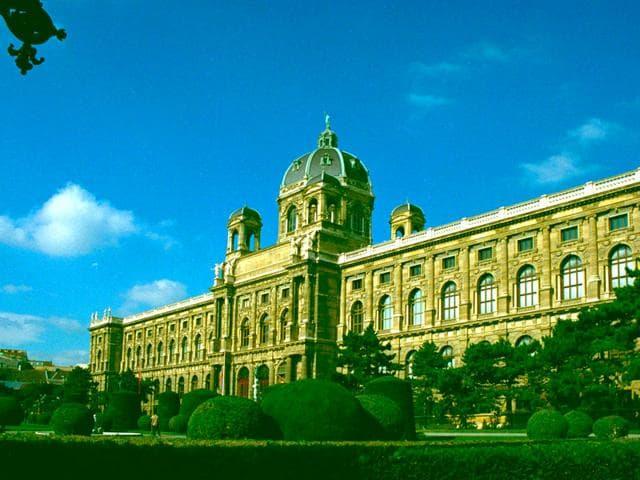 Neo Nazis,Hitler,Austrian Academy of Fine Arts
