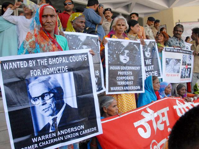 Bhopal gas tragedy,Union Carbide waste disposal,Bhopal Gas Peedit Mahila Stationery Karmchari Sangh