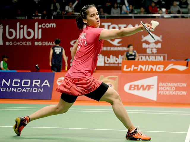 India's Saina Nehwal hits a return against Cheung Ngan Yi of Hong Kong during their women's singles match at the 2015 World Championships badminton tournament in Jakarta, Indonesia, on August 12, 2015. (AFP Photo)