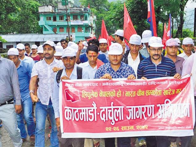 Akhil Nepal Krantikari Sangthan members hold a demonstration at Darchula in Nepal. (HT photo)