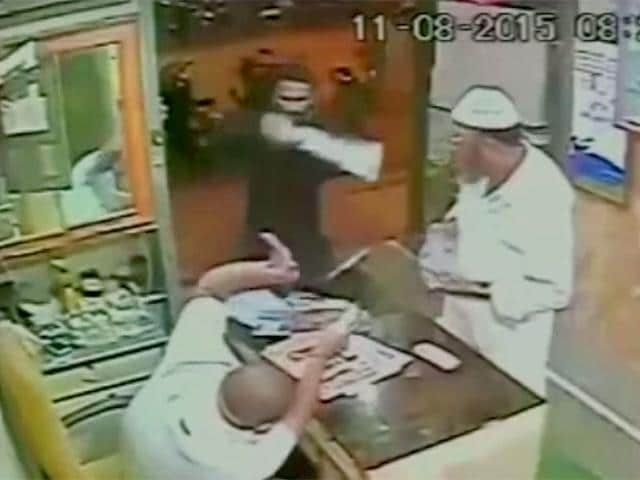 A goon, clad in black, stormed into the shop in Chembur and attacked the shopkeeper with a sword. (Screengrab)