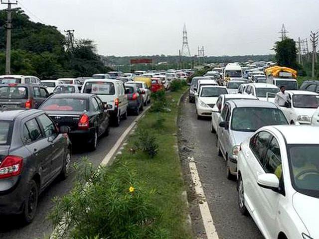 Traffic jam in Gurgaon. (Courtesy: Twitter/@GauravBanka)