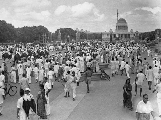 In this picture taken on 15 August 1947, crowds of revellers gather to celebrate independence from Britain around Rasina Hill in New Delhi. (AFP Photo)