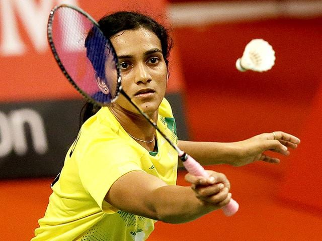 India's PV Sindhu makes a forehand return to China's Li Xuerui during their women's singles match at the World Badminton Championships in Jakarta, Indonesia. Sindhu lost to Sung Ji Hyun of South Korea in the next round, on August 14, 2015. (AP Photo)