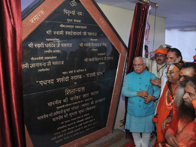 Chief minister Manohar Lal Khattar during foundation stone laying function of Panchnad Shahidi Samarak at Masana village in Kurukshetra on Friday. (HT Photo)