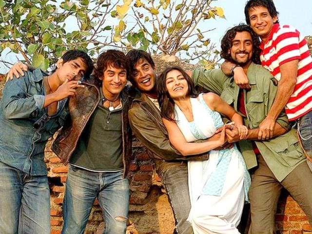 Aamir Khan with his co-stars in Rang De Basanti.