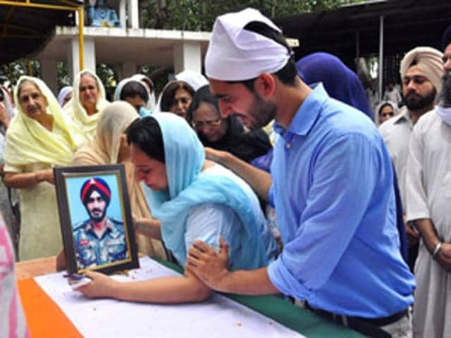Wife,son And family Mambers Of Col. (Retd.) M.S.Brar At Cremation Ground Mani Majra Chandigarh Photo (Sant Arora/HT Photo)