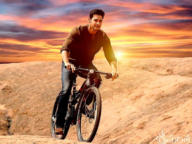 Mahesh Babu plays Harsh Vardhan, the sole heir of his father's business empire, who returns home to challenge a politician, whose writ runs large in his village, enslaving the villagers. (SrimanthuduTheFilm/Facebook)