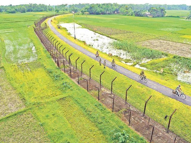 The Changrabandha border between India and Bangladesh in Mekliganj Block in Cooch Behar District of West Bengal. India and Bangladesh exchanged enclaves in this block on July 31. (Samir Jana/ HT photo)