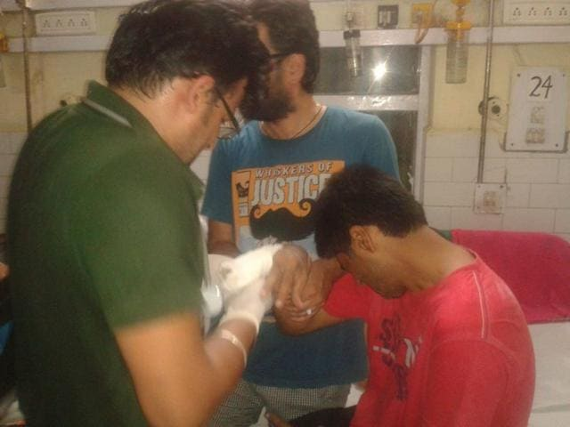 Injured victims recieving treatment after they were on a private bus with 46 pilgrims returning from the Vaishno Devi shrine in Katra to New Delhi that fell into the Upper Bari Doab Canal (UBDC), a tributary of the Ravi river. (Vinay Dhingra/ HT Photo)