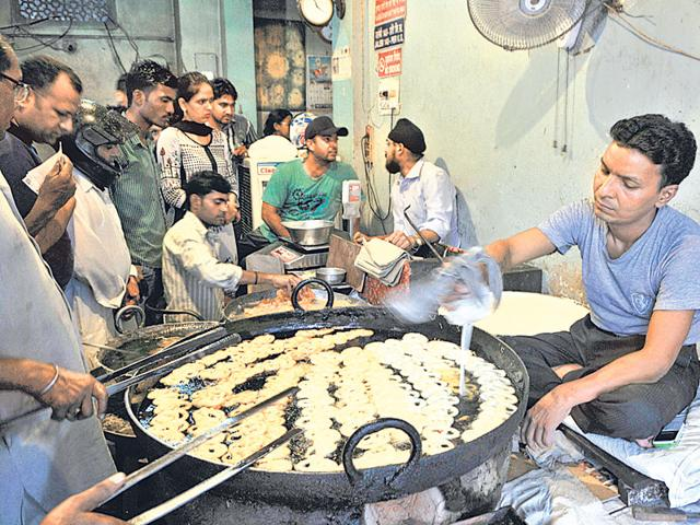 Since 1947 - Sardar jalebiwala: Arjun Singh's 72-year-old son Sardar Jagmohan Singh, who belongs to the third generation of the family, now runs the shop. The family came to Gurgaon from Pakistan's Sargodha district a few months before the partition. They owned a sweetshop selling only jalebis in Pakistan and after coming to India, they started the same business in Gurgaon.